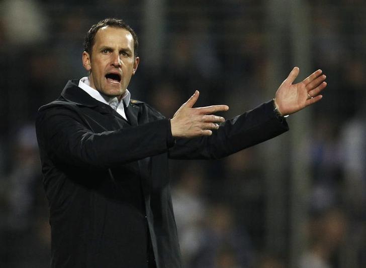 Bochum's coach Heiko Herrlich reacts during their German Bundesliga soccer match against VfB Stuttgart in Bochum April 23, 2010.  REUTERS/Ina Fassbender/Files