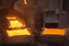 Vista de la planta de cátodos de cobre de ENAMI (Empresa Nacional de Minería) en la ciudad de Tierra Amarilla, cerca de la ciudad de Copiapo, Chile. 15 de diciembre 2015. Los precios del cobre tocaron el viernes su nivel más alto en cinco semanas, impulsados por preocupaciones sobre el suministro desde Chile, datos recientes que apuntan a una demanda sólida de importaciones en China y una caída de las reservas del metal rojo. REUTERS/Ivan Alvarado - RTX283V5