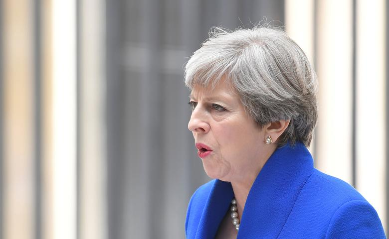 FILE PHOTO: Britain's Prime Minister Theresa May makes a statement in Downing Street after traveling to Buckingham Palace to ask the Queen's permission to form a minority government, in London, June 9, 2017. REUTERS/Toby Melvillle/File Photo