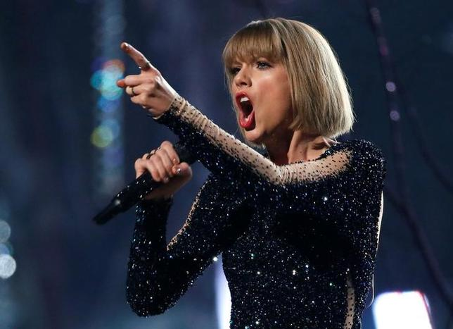 Taylor Swift performs ''Out of the Woods'' at the 58th Grammy Awards in Los Angeles, California, U.S. on February 15, 2016. REUTERS/Mario Anzuoni/Files