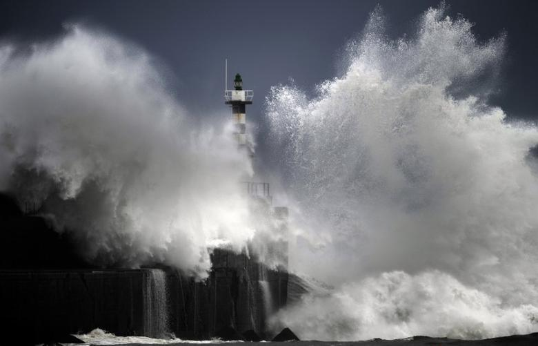 Huge waves crash on the San Esteban de Pravia seafront in the northern Spanish region of Asturias February 24, 2015. REUTERS/Eloy Alonso