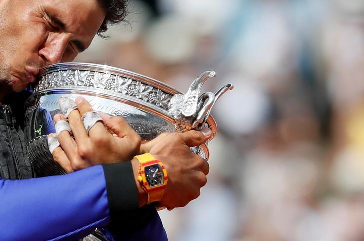 Tennis - French Open - Roland Garros, Paris, France - June 11, 2017   Spain's Rafael Nadal celebrates with the trophy after winning the final against Switzerland's Stan Wawrinka   Reuters / Christian Hartmann