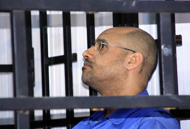 6月11日、リビア西部ジンタンで2011年の反政府デモ発生後から民兵組織に拘束されていた、故カダフィ大佐の次男セイフイスラム氏(写真)が釈放された。同氏の弁護人らが明らかにした。写真はジンタンで撮影(2017年 ロイター)