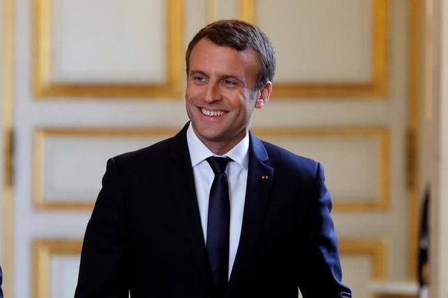 6月12日、S&Pグローバル・レーティングはフランスの国民議会(下院)選挙の第1回投票でマクロン大統領が率いる新党が圧勝する勢いとなったことを受け、フランスとユーロ圏の成長見通しを引き上げる可能性があると指摘した(2017年 ロイター/Philippe Wojazer)