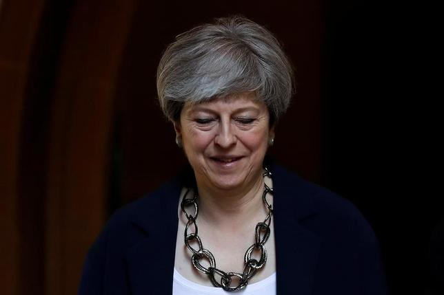 6月12日、メイ英首相(写真)の報道官は首相の欧州連合(EU)離脱(ブレグジット)計画に変更はないと表明した。11日撮影(2017年 ロイター/Stefan Wermuth)