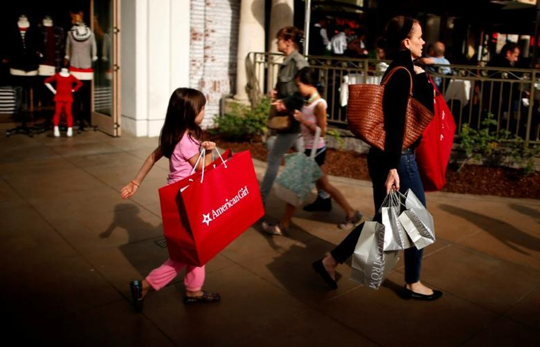 FILE PHOTO: FILE PHOTO: People shop at The Grove mall in Los Angeles November 26, 2013.  REUTERS/Lucy Nicholson/File Photo - RTX314N6