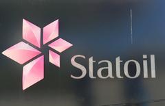 El logo de la empresa noruega de petróleo y gas Statoil en Fornebu, Noruega. 1 de junio 2017. La empresa noruega de petróleo y gas Statoil pretende triplicar su producción en Brasil y buscará convertirse en operadora de todo el descubrimiento de Carcara, uno de los mayores del mundo en los últimos años, dijo el gerente de la firma en el país sudamericano. REUTERS/Ints Kalnins
