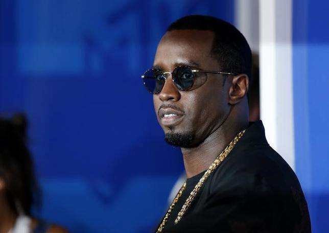 Rapper Sean Diddy Combs arrives at the 2016 MTV Video Music Awards in New York, U.S., August 28, 2016.  REUTERS/Eduardo Munoz/Files
