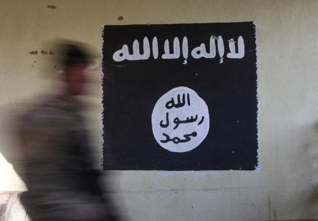6月12日、過激派組織イスラム国(IS)の広報担当者が発表したとみられる音声メッセージが公表された。写真はイスラム国の旗。イラクのモースル東部で1月撮影(2017年 ロイター/Alaa Al-Marjani)
