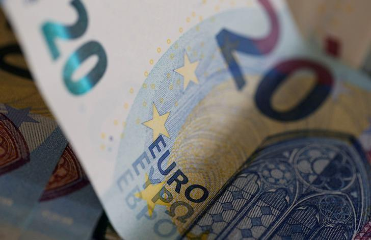 FILE PHOTO: 20 Euro banknotes are seen in a picture illustration, August 1, 2016.   REUTERS/Regis Duvignau/Illustration/File Photo
