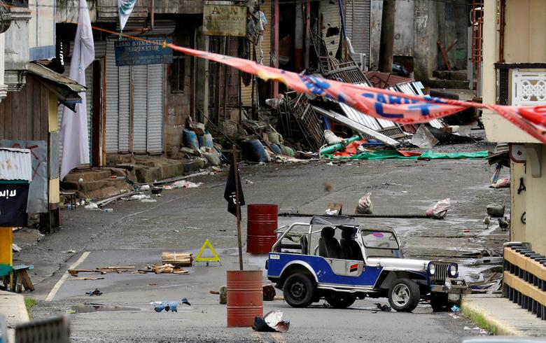 FILE PHOTO: A view of the Maute group stronghold with an ISIS flag in Marawi City in southern Philippines May 29, 2017. REUTERS/Erik De Castro/File Photo
