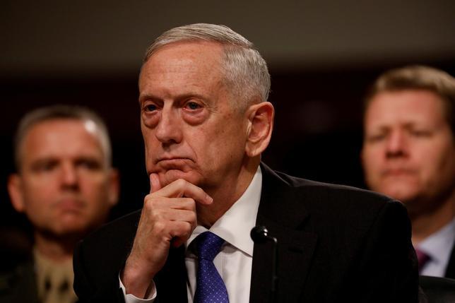 6月13日、トランプ米大統領がマティス国防長官(写真)に対し、アフガニスタンにおける兵力規模を決定する権限を与えたことが分かった。米議会で撮影(2017年 ロイター/Aaron P. Bernstein)