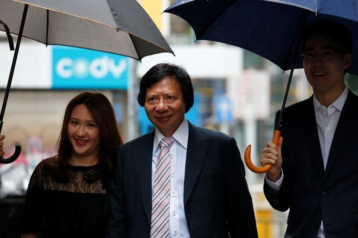 Hong Kong tycoon Thomas Kwok (C), accompanied by his son Adam and daughter Noelle, arrives at the Court of Final Appeal in Hong Kong, China June 14, 2017.      REUTERS/Bobby Yip
