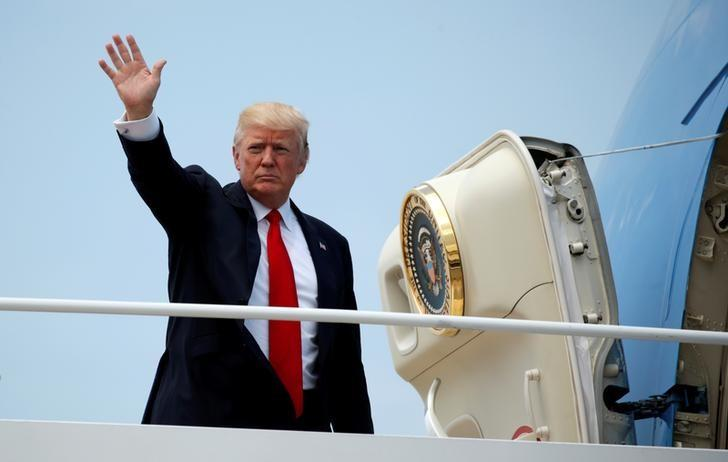 U.S. President Donald Trump boards Air Force One as he departs Joint Base Andrews in Maryland, U.S., June 13, 2017.  REUTERS/Kevin Lamarque