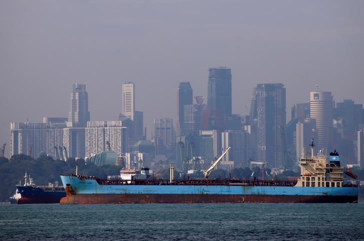 Oil tankers pass the skyline of Singapore June 8, 2016. REUTERS/Edgar Su/Files