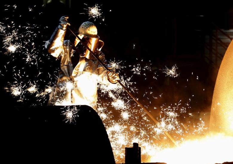 FILE PHOTO: A worker controls a tapping of a blast furnace at Europe's largest steel factory of Germany's industrial conglomerate ThyssenKrupp AG in the western German city of Duisburg December 6, 2012.     REUTERS/Ina Fassbender/File Photo