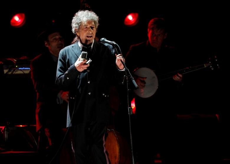 FILE PHOTO: Singer Bob Dylan performs during a segment honoring Director Martin Scorsese, recipient of the Music+ Film Award, at the 17th Annual Critics' Choice Movie Awards in Los Angeles, USA, January 12, 2012. REUTERS/Mario Anzuoni/File Photo