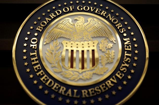 6月14日、米連邦準備理事会はFOMCで、政策金利の引き上げを決定し、年内にバランスシートの縮小に着手する方針を明らかにした。写真はワシントンで撮影(2017年 ロイター/Joshua Roberts)