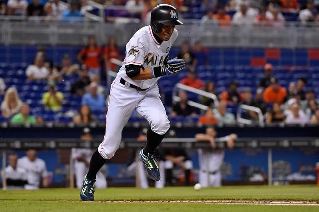6月14日、MLBマーリンズのイチロー外野手は、本拠地でのアスレチックス戦に代打で出場し1安打を記録した(2017年 ロイター/Jasen Vinlove-USA TODAY Sports)
