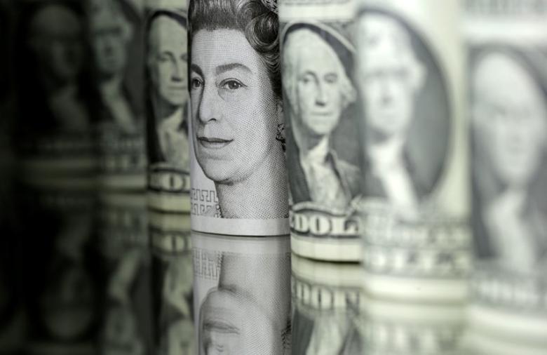 2017年6月13日,英镑和美元纸币。REUTERS/Dado Ruvic