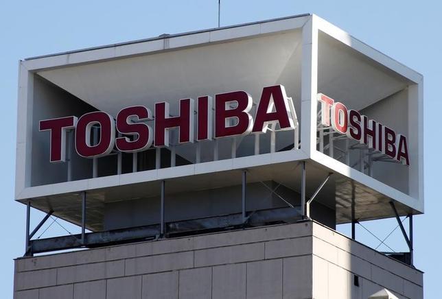 6月15日、全国銀行協会の平野信行会長(三菱UFJフィナンシャル・グループ社長)はの定例会見で、東芝が進めているメモリー子会社の売却について、時間軸を意識する必要があると述べ、早期の決着を図るべきとの認識を示した。写真は都内で1月撮影(2017年 ロイター/Toru Hanai)