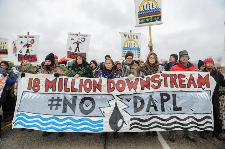FILE PHOTO: Protesters block highway 1806 in Mandan during a protest against plans to pass the Dakota Access pipeline near the Standing Rock Indian Reservation, North Dakota, U.S. November 23, 2016. REUTERS/Stephanie Keith