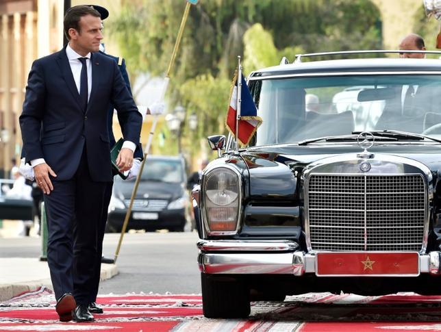 6月15日に公表された世論調査によると、18日に第2回投票が行われる仏国民議会(下院)選挙はマクロン大統領(写真)が率いる「共和国前進」グループが圧勝する見込み。パリで14日撮影(2017年 ロイター/Alain Jocard)