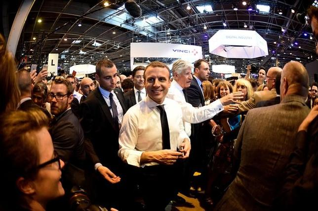 French President Emmanuel Macron (C) attends the Viva Technology event dedicated to start-ups development, innovation and digital technology in Paris, France,  June 15, 2017. REUTERS/Martin Bureau/Pool