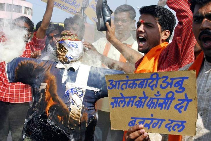 Activists belonging to Hindu hardliner group Bajrang Dal hold up signs demanding the death sentence for Abu Salem, prime suspect of the 1993 Mumbai bomb blasts, during a demonstration in Bhopal November 12, 2005. REUTERS/Raj Patidar/Files