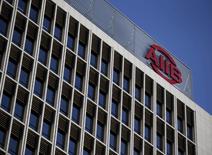 El logo del Banco de Inversiones en Infraestructura de Asia es visto en su edificio sede en Pekín, China. 17 de enero 2016. El directorio del Banco de Inversiones en Infraestructura de Asia (AIIB, por su sigla en inglés) aprobó las postulaciones de Argentina, Madagascar y Tonga para incorporase como miembros, dijo el prestamista multilateral que es respaldado por China. REUTERS/Kim Kyung-Hoon