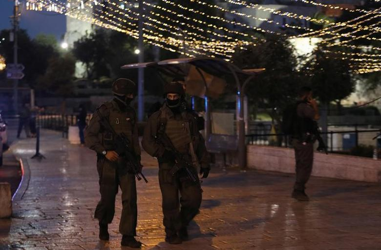 Israeli policemen secure the scene of the shooting and stabbing attack outside Damascus gate in Jerusalem's old city June 16, 2017. REUTERS/Ammar Awad