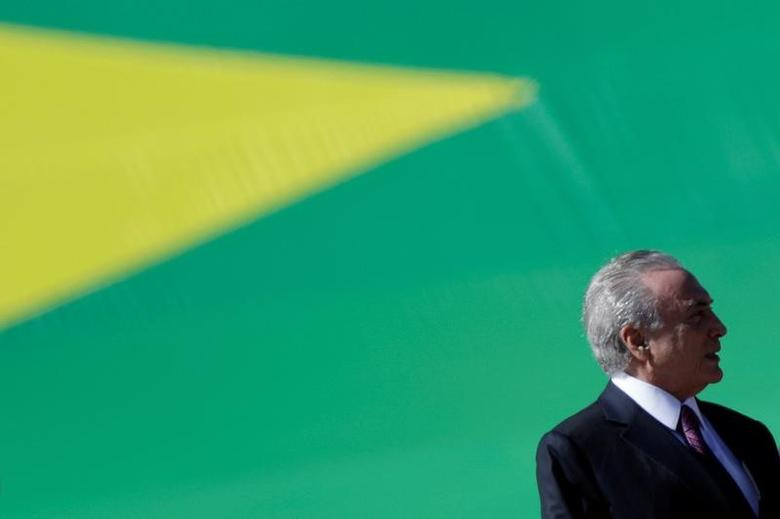 Brazilian President Michel Temer attends a ceremony of the 152nd anniversary of the Riachuelo Naval Battle at the Marine Corps Headquarters in Brasilia, Brazil June 9, 2017. REUTERS/Ueslei Marcelino - RTS16FMH