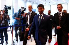 El ministro de Energía de Emiratos Árabes Unidos,  Mohamed Al Mazrouei, llega a una reunión en Viena, Austria. 25 de mayo 2017.  El ministro de Energía de Emiratos Árabes Unidos dijo el sábado que no ve la necesidad de sostener una reunión extraordinaria de la Organización de Países Exportadores de Petróleo (OPEP) antes de las conversaciones regulares que se llevarán a cabo en noviembre. REUTERS/Leonhard Foeger