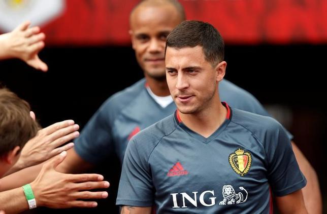 6月17日、サッカーのイングランド・プレミアリーグ、チェルシーのベルギー代表MFエデン・アザールは同クラブを家族のように思っているとし、移籍報道を一蹴した。ブリュッセルで3日撮影(2017年 ロイター/Francois Lenoir)