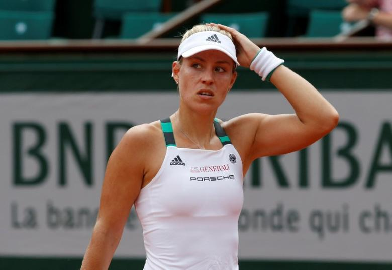 FILE PHOTO: Tennis - French Open - Roland Garros, Paris, France - 28/5/17Germany's Angelique Kerber reacts during her first round match against Russia's Ekaterina MakarovaReuters / Pascal Rossignol