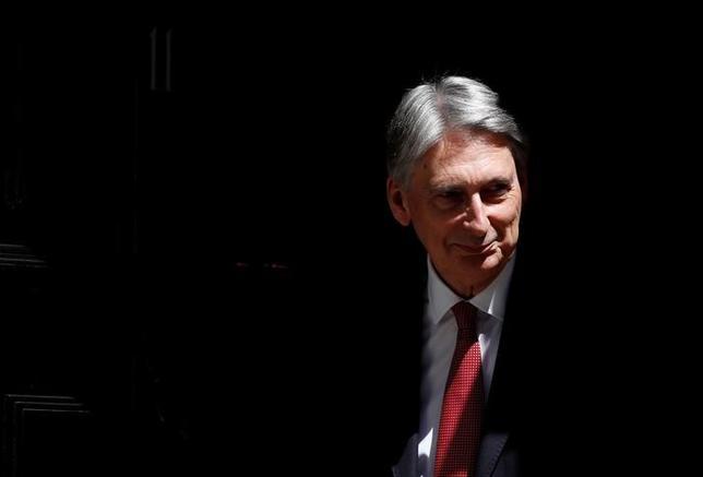 6月16日、イングランド銀行(英中央銀行、BOE)と英財務省は、マンションハウスでの夕食会で20日、カーニー総裁とハモンド財務相(写真)がスピーチを行うと発表した。ロンドンで14日撮影(2017年 ロイター/Stefan Wermuth)