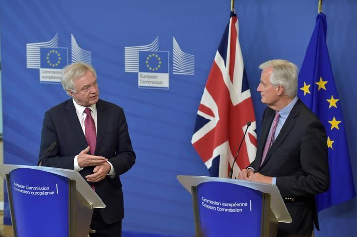 The European Union's chief Brexit negotiator Michael Barnier (R) welcomes Britain's Secretary of State for Exiting the European Union David Davis at the European Commission ahead of their first day of talks in Brussels, June 19, 2017.    REUTERS/Eric Vidal