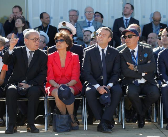 French President Emmanuel Macron (2ndR), French defense minister Sylvie Goulard (2ndL), Dassault Aviation CEO Eric Trappier (R) and French Foreign Affairs minister Jean-Luc Le Drian watch demonstration flights as part of the inauguration of the 52nd Paris Air Show in Le Bourget, north of Paris, France, June 19, 2017.   REUTERS/Michel Euler/Pool