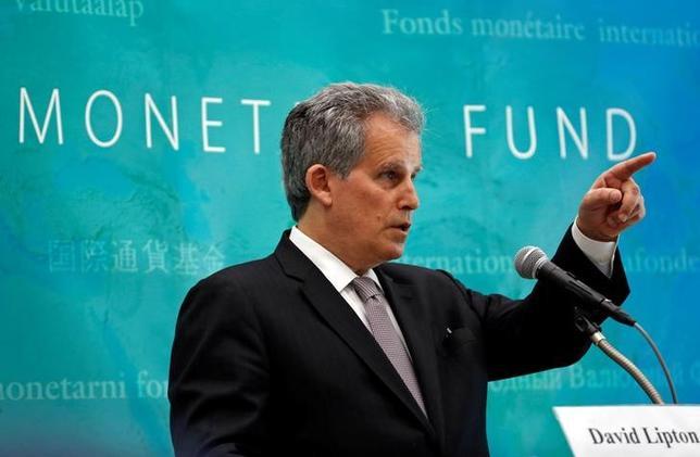 6月19日、国際通貨基金(IMF)のデビッド・リプトン筆頭副専務理事は、都内でロイターの取材に応じ、日銀が出口戦略について議論を始めるのは「時期尚早」との認識を示した。写真は記者会見で撮影(2017年 ロイター/Kim Kyung-Hoon)