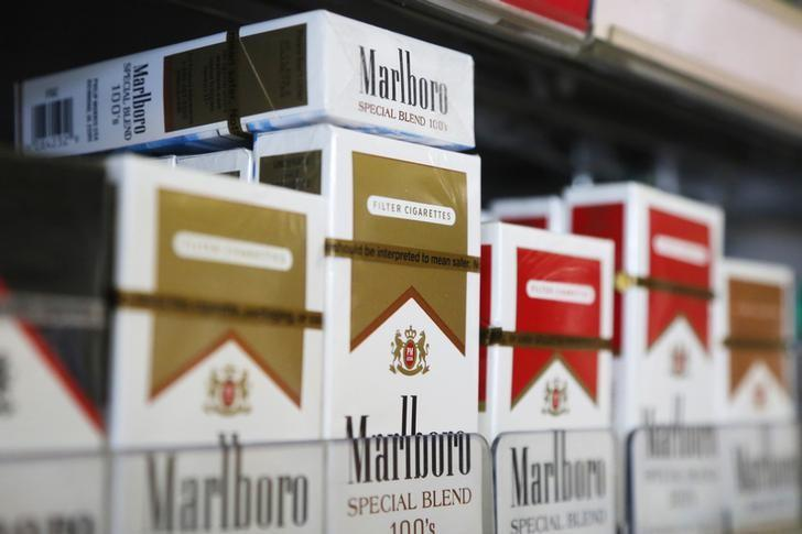 Packs of Marlboro cigarettes are displayed for sale at a convenience store in Somerville, Massachusetts July 17, 2014.  Cigarette maker Philip Morris International Inc cut its earnings forecast for 2014 and said it is proving to be a ''complex and truly atypical'' year for the company.    REUTERS/Brian Snyder    (UNITED STATES - Tags: HEALTH BUSINESS)
