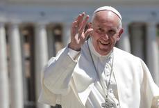 Papa Francisco durante la audiencia de los miércoles en el Vaticano, 17 de mayo de 2017. El Papa Francisco visitará Chile y Perú en enero del próximo año, anunció el lunes el encargado de Negocios de la Nunciatura de la Santa Sede en el Perú, Grzegorz Piotr Bielaszka.   REUTERS/Max Rossi