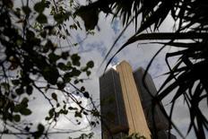El Banco Central de Brasil en Brasilia, mayo 16, 2017. El presidente del Banco Central de Brasil, Ilan Goldfajn, dijo el lunes que se mantienen condiciones favorables para seguir bajando las tasas de interés en el país y que el mayor riesgo para ese escenario es la incertidumbre en torno a las reformas económicas propuestas.  REUTERS/Ueslei Marcelino