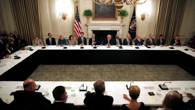 U.S. President Donald Trump (C) participates in an American Technology Council roundtable at the White House in Washington, U.S., June 19, 2017. REUTERS/Carlos Barria