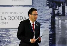 Juan Carlos Zepeda, jefe de la Comisión Nacional de Hidrocarburos de México, durante la subasta de 15 bloques en aguas profundas, en Ciudad de México. 19 de junio de 2017. México adjudicó el lunes 10 contratos de los 15 que ofreció en la primera licitación petrolera de la Ronda 2, con la que el Gobierno busca atraer grandes inversiones para revertir el declive de la producción de hidrocarburos del país. REUTERS/Henry Romero