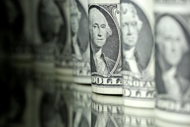 6月20日、正午のドル/円は、ニューヨーク市場午後5時時点に比べ小幅にドル高/円安の111.65/67円。13日撮影(2017年 ロイター/Dado Ruvic)