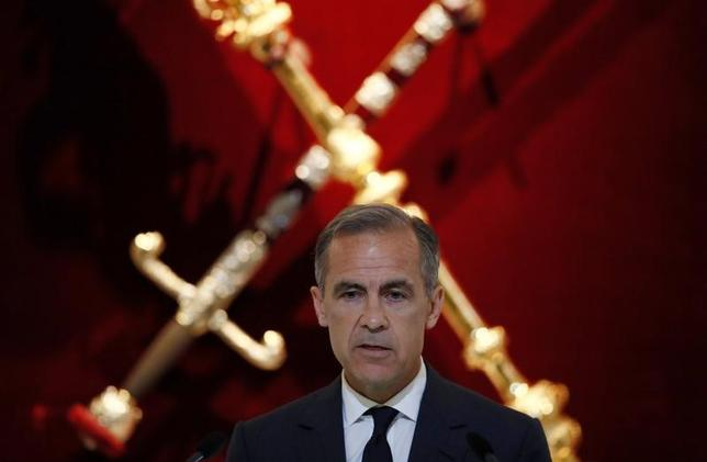 6月20日、イングランド銀行(英中央銀行、BOE)のカーニー総裁は、いまは利上げの適切な時期ではないとし、欧州連合(EU)からの離脱交渉に臨む中で賃金上昇の鈍化や収入への悪影響に警戒感を示した。写真はロンドンで撮影(2017年 ロイター/Stefan Wermuth)