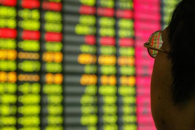 6月20日、中国本土上場の人民元建て株式(A株)は、米MSCIが行った4回目の検討でついに新興国株指数への組み入れが決まった。上海の証券会社で2003年11月撮影(2017年 ロイター/Claro Cortes)
