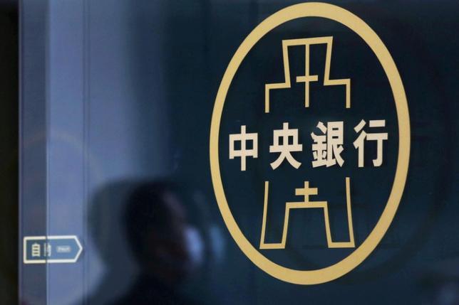 6月22日、台湾中央銀行は政策金利を1.375%に据え置くことを決定した。2016年3月撮影(2017年 ロイター/Tyrone Siu)
