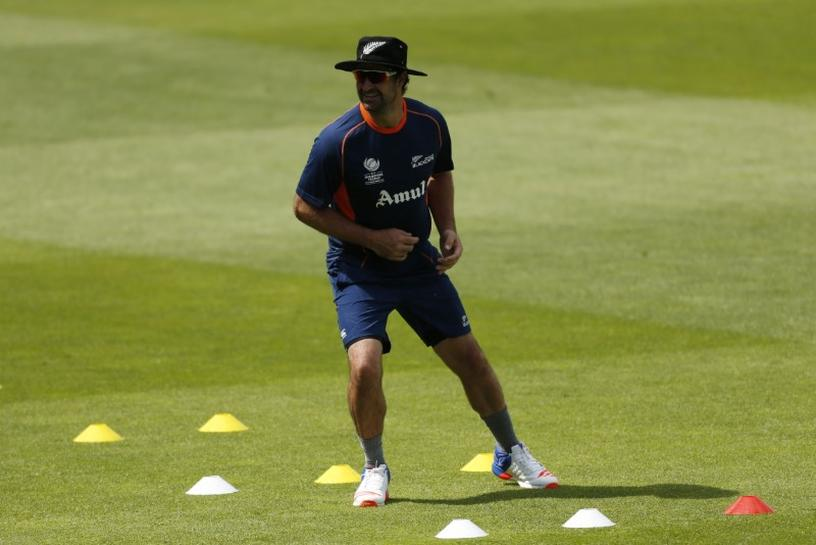 Cricket-De Grandhomme, Raval earn NZ central contracts