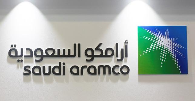 6月22日、サウジアラムコが新規株式公開(IPO)の準備を進めているが、問題はサウジ王家の言い分通り、同社に本当に2兆ドルの価値があるかどうかだ。写真は同社のロゴ。バーレーンで3月撮影(2017年 ロイター/Hamad I Mohammed)